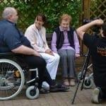 Hinter den Kulissen: Film über Altenpflegezentrum (Insights)