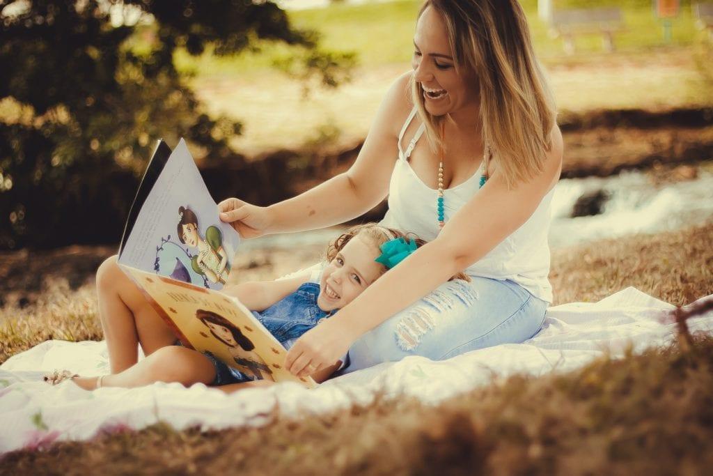 Storytelling beginnt schon ganz früh, wenn Mama anfängt, dem Kind Geschichten vorzulesen.